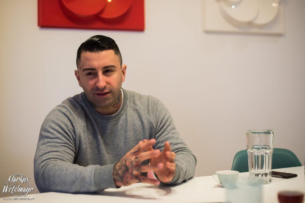 Sammy Amara von den BROILERS im Subtext.at Interview. © Markus Wetzlmayr / @wetphoto / www.wet-photo.at NO USE WITHOUT PRIOR WRITTEN PERMISSION // KEINE VERWENDUNG OHNE VORHERIGE SCHRIFTLICHE ERLAUBNIS.